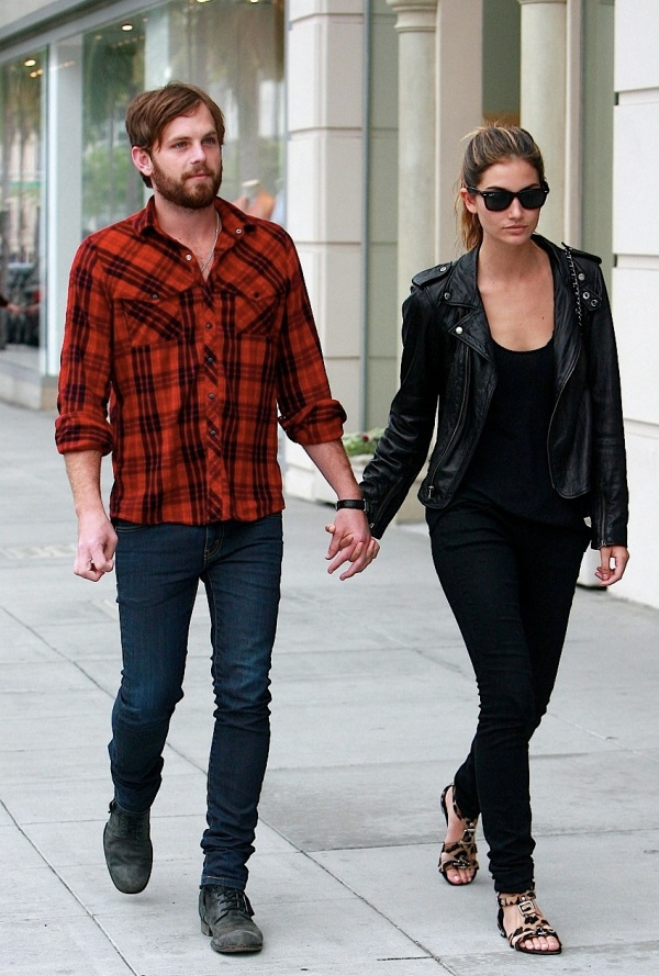 lily-aldridge-caleb-followill2011-12-29_06-22-47expecting-baby-number-one