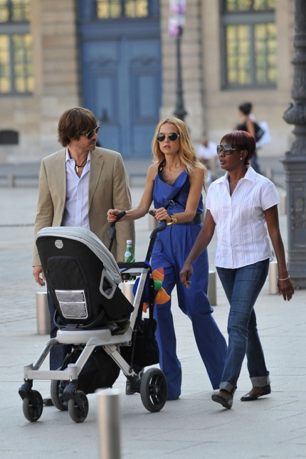 Rachel-Zoe-Rodger-Berman-Baby-Skyler-Stroller-Place-Vendome-Paris-France-10012011-05-430x645