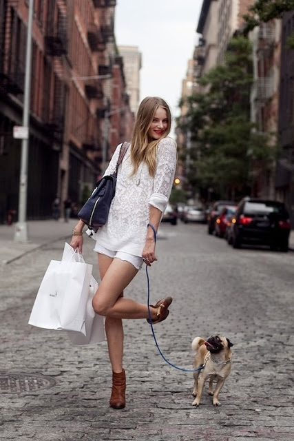 white streetstyle outfit walking dog